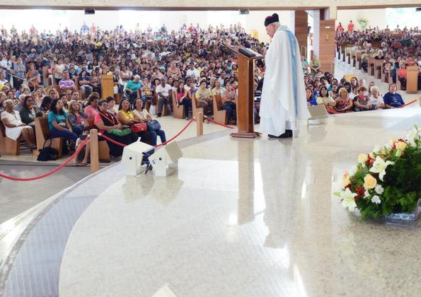 Monsenhor Jonas preside a Santa Missa no Santuário do Pai das Misericórdias  - Foto: Wesley Almeida/cancaonova.com