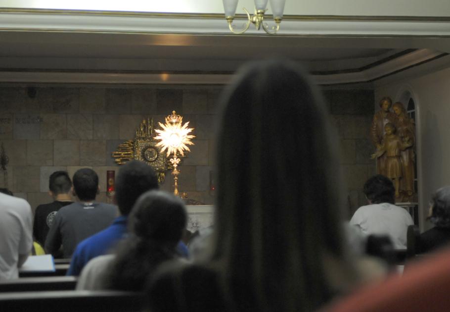 Adoração perpétua na capela da Sagrada Família