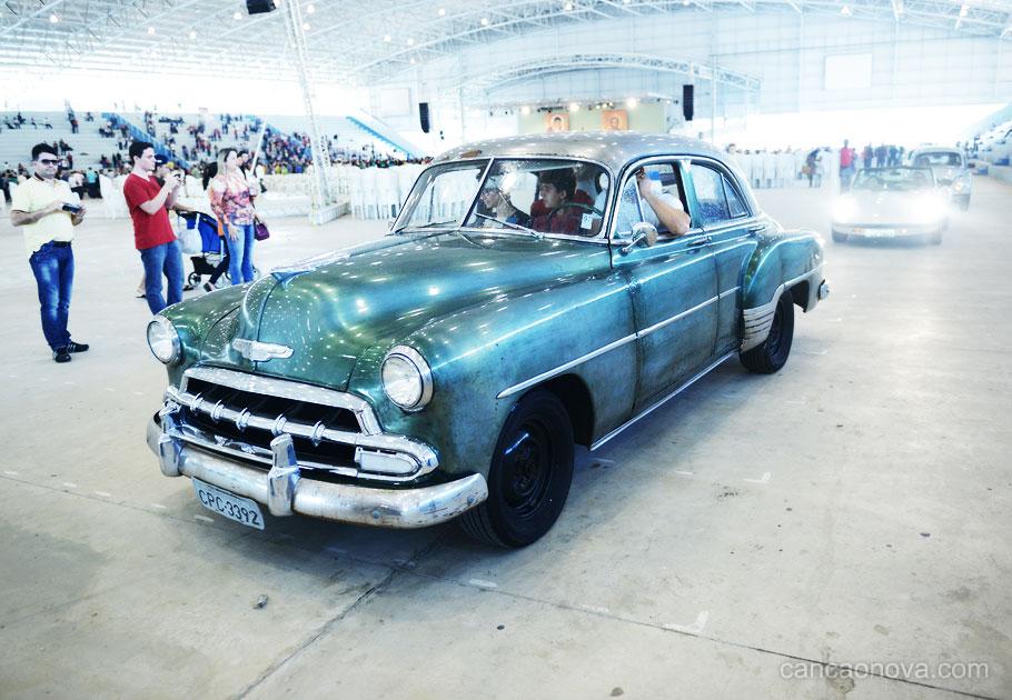 Encontro de carros históricos na Canção Nova