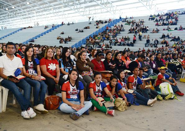 Jovens participam da pregação de Dunga/ Foto: Wesley Almeida CN