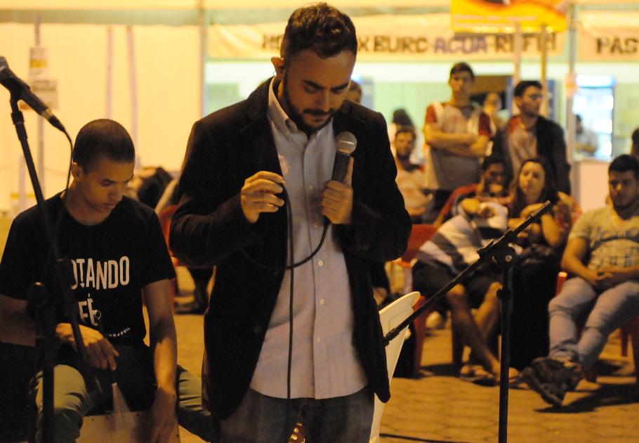 Pocket show com Bruno Camuratti na Meia Lua
