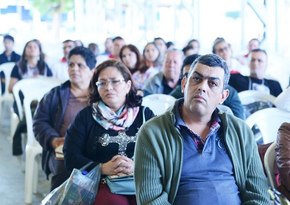 Peregrinos participam da Quinta-feira de Adoração na Canção Nova. Foto: Wesley Almeida. cancaonova.com