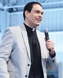 Padre Adriano Zandoná\Foto: Daniel Mafra/cancaonova.com