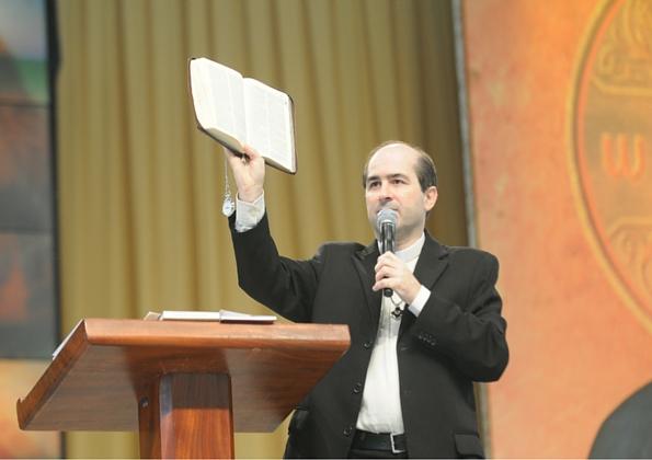 padre_leo_comunicador_da_boa_noticia