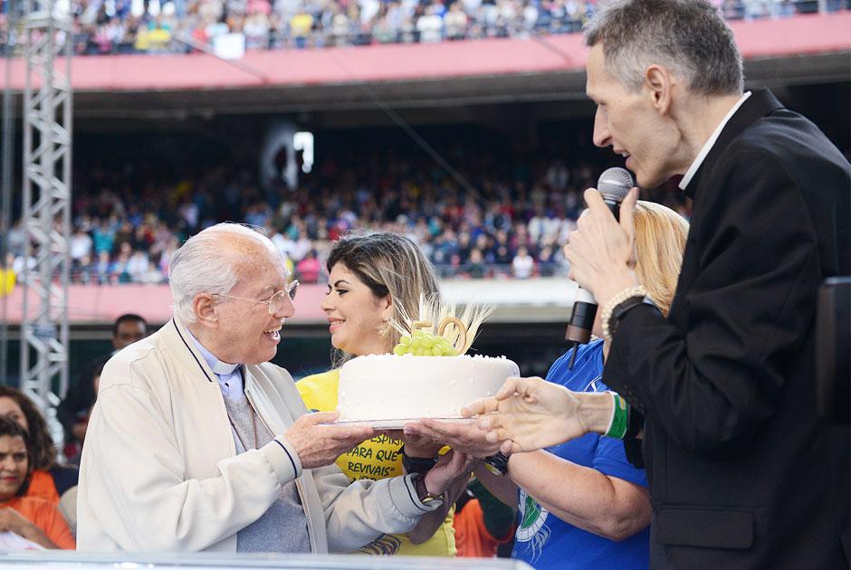 Monsenhor Jonas é homenageado pelos 50 anos de sacerdócio