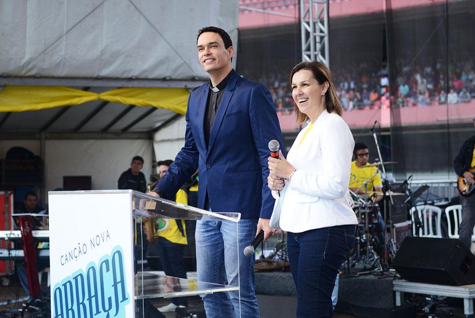 Padre Adriano e Paula Guimarães