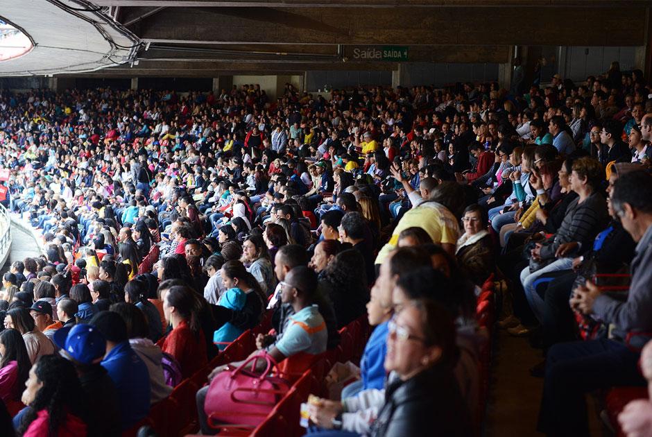 Público enche estádio