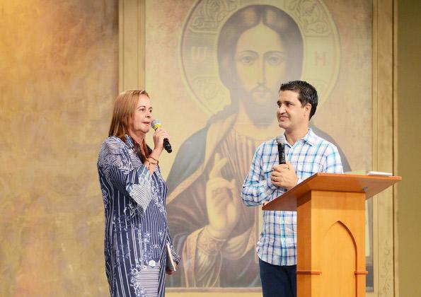 Josiane Nunes conta seu testemunho com Deus após o alcoolismo. Foto: Wesley Almeida/cancaonova.com