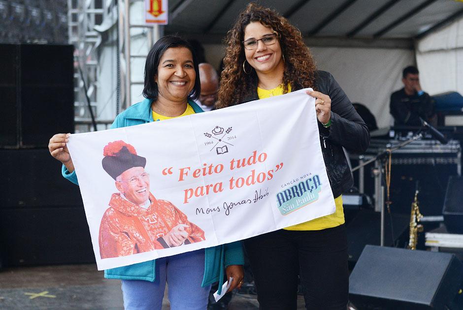 Eliana Ribeiro e Salette ajudam animar o evento