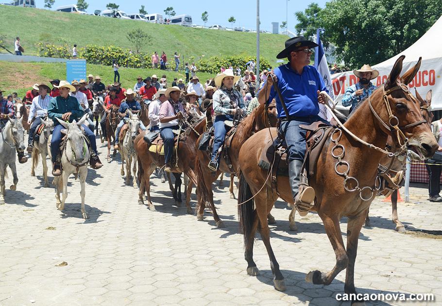 Cavalgada em direção ao Centro de Evangelização