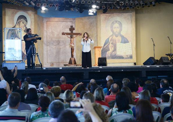 Elba Ramalho seu testemunho de vida no Encontro Gente do Bem (Juntos pela vida), na Canção Nova.