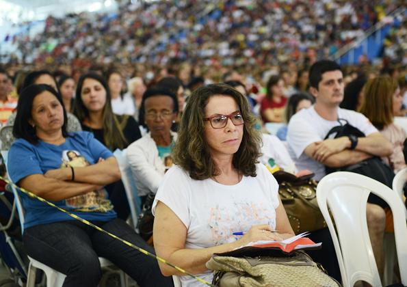 Peregrinos participam da pregação Márcio Mendes