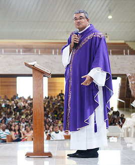padre Roger Luis