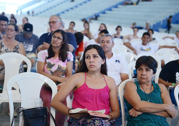 """Peregrinos participam do Acampamento """"Revolução Jesus"""" na Canção Nova. Foto: Wesley Almeida/cancaonova.com"""