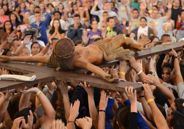 """""""Quando cair, lembre-se de que a cruz é o maior sinal"""", afirma Adriano Gonçalves. Foto: Gustavo Borges/cancaonova.com"""