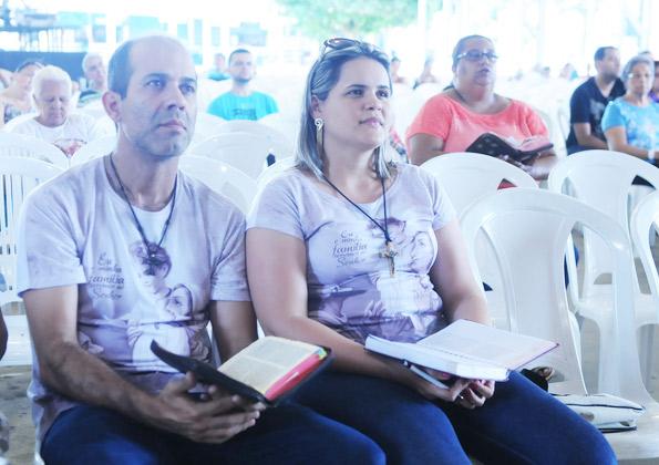 Peregrinos acompanhando a pregação. Foto: Wesley Almeida/cancaonova.com
