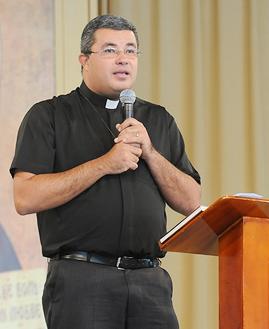 Padre Roger Luís - foto: arquivo cacaonova.com