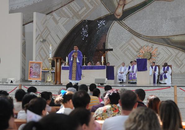 Missa no Santuário do Pai das Misericórdias - Foto: Regiane Calixto/cancaonova.com