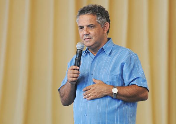 Diácono Nelsinho prega durante o acampamento de Semana Santa - Foto: arquivo cancaonova.com