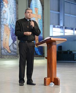 Padre Roger Luiz - Arquivo cancaonova.com