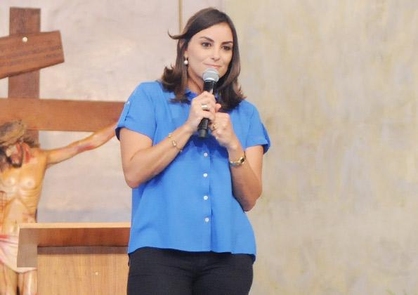 Gabrielle Sanchotene prega na Festa da Misericórdia. Foto: Arquivo cancaonova.com