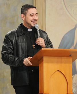 Padre Fábio Camargos. Foto: Daniel Mafra/cancaonova.com