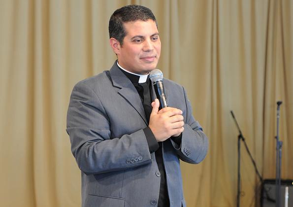 595x420 - Padre Fernando Santamaria