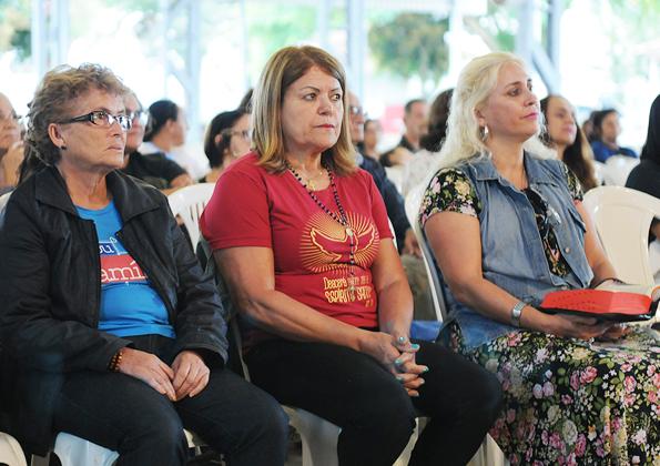 Peregrinos participam de quinta-feira de adoração na Canção Nova. Foto: Daniel Mafra/cancaonova.com