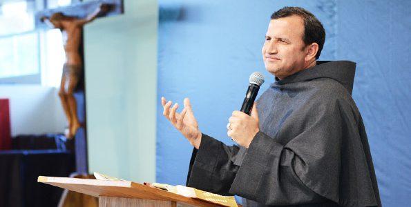 """""""O que nos faz conhecer Deus é a vida de oração."""" Frei Josué - Foto: Arquivo/cancaonova.com"""