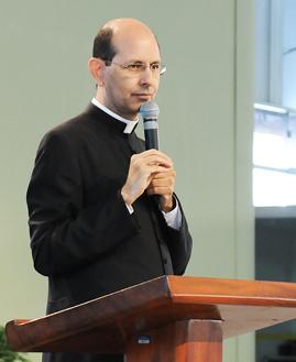 Pe. Raulo Ricardo. Foto: Wesley Almeida/cancaonova.com