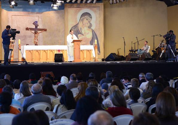 """O que tem te exilado?"" Padre Anderson Marçal . Foto: Wesley/cancaonova.com"