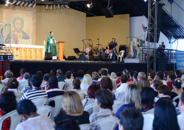 """""""Você tem aceito o convite de Jesus?"""" Padre Anderson Marçal. Foto: Wesley Almeida/cancaonova.com"""