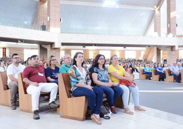 Peregrinos participam da Santa Missa no Santuário do Pai das Misericórdias. Foto: Wesley Almeida/cancaonova.com