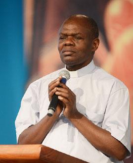 Padre Jhon Baptist. Foto: cancaonova.com