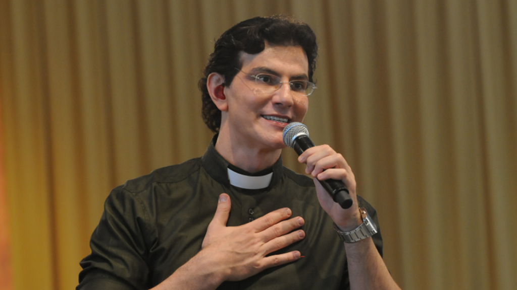 Padre-Reginaldo-Manzotti-1-1024x576.png