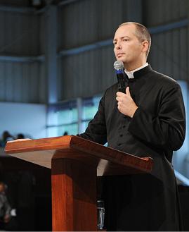 Padre Duarte Lara. Foto: Daniel Mafra/cancaonova.com