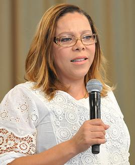 Antonieta Salles prega na Quinta-feira de Adoração. Foto: Arquivo/CancaoNova