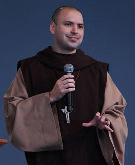 Frei Gilson prega na Quinta-feira de Adoração