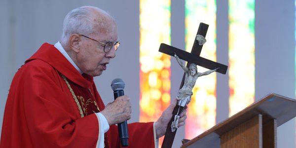 Na cruz, Jesus nos deu o maior exemplo de misericórdia_ Monsenhor Jonas Abib