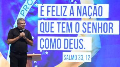 É feliz a nação que tem o Senhor como Deus