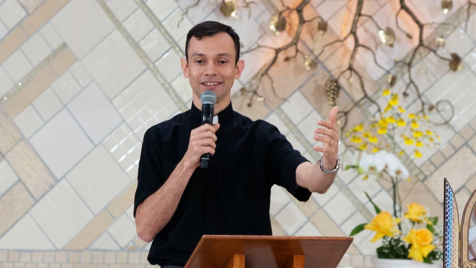 Quinta-feira-de-Adoração-Padre-Márcio-do-Padro-1600x-1200-1536x864.jpg