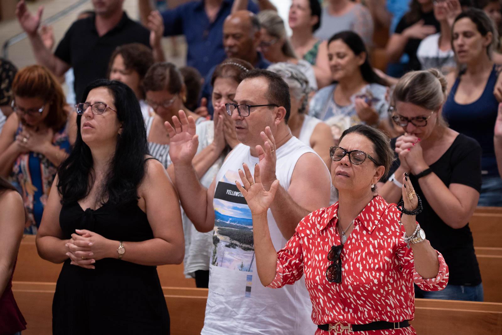 Peregrinos participam da Quinta-Feira de adoração no santuário. Foto: Bruno Marques/cancaonova.com