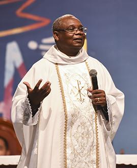 Um pecador à frente da Igreja para nos mostrar que quem governa é Deus padre jose augusto