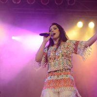 Fernanda Silva canta:
