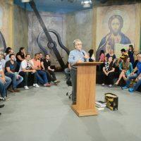 Padre Zezinho fala aos músicos em programa da TVCN