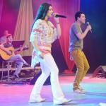Fernanda Silva e Samuel cantam: