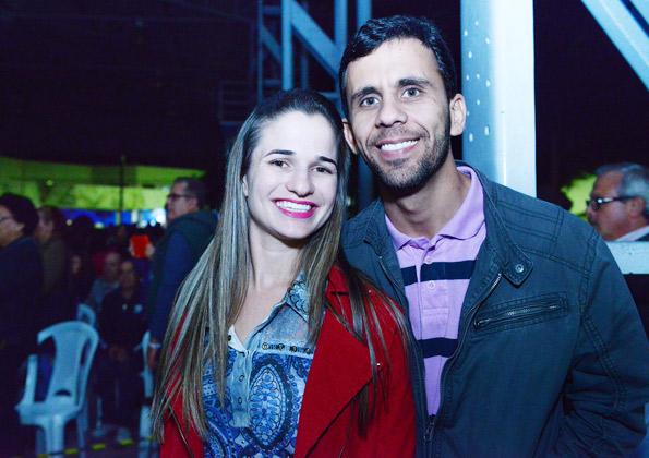 Os namorados Luana e Guilherme, de Cláudio (MG). Foto: Wesley Almeida/cancaonova.com