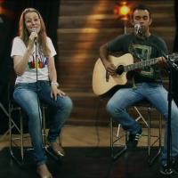 Adriana Arydes e Pitter di Laura cantam a música Restauração