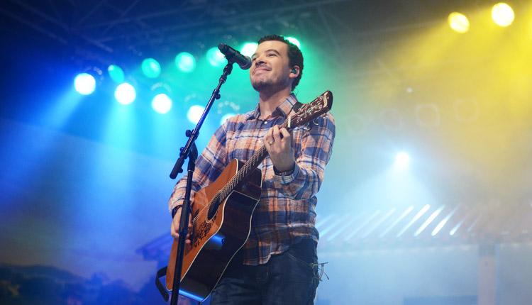 Samuel Ferreira durante o show de lançamento do seu CD solo - Foto: Wesley Almeida/cancaonova.com