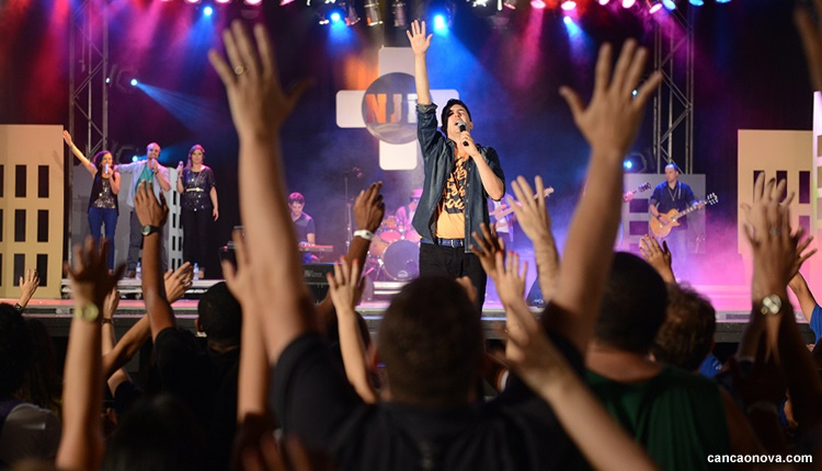 Nilton Junior durante o show de lançamento na Canção Nova/ Foto: Daniel Marfra/CN